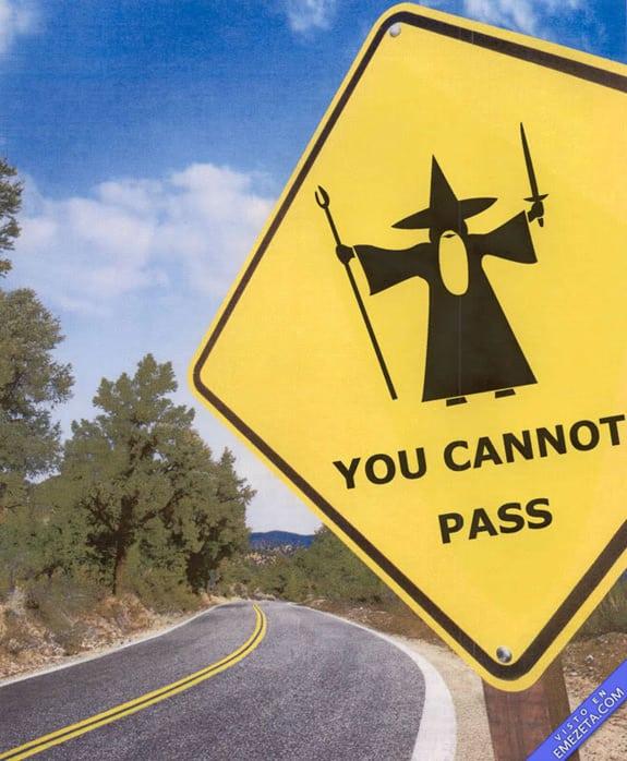 Carteles desconcertantes: Gandalf no puedes pasar