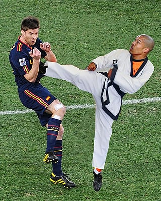 nigel de jong xabi alonso Karate kid