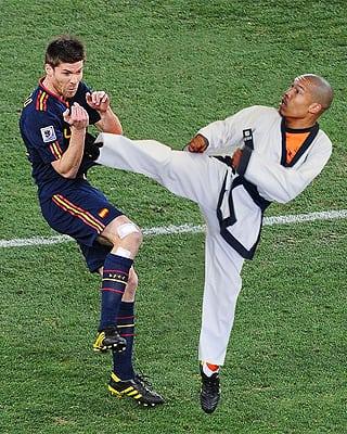 nigel de jong xabi alonso Karate kid