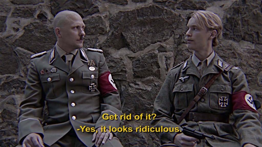 Conversación nazi sobre el bigote ario