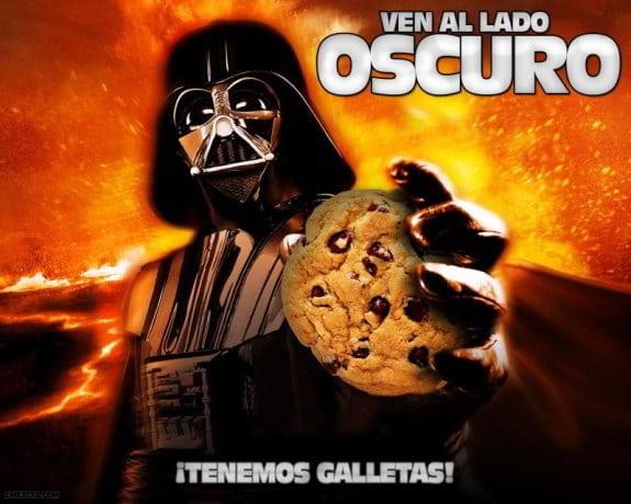 Imagen de Darth Vader de StarWars con una galleta: Ven al lado oscuro, ¡tenemos galletas!