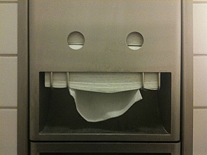 Pareidolia: Dispensador papel