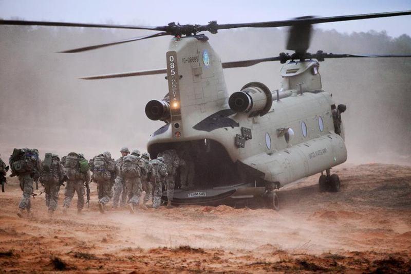 Pareidolia: Helicoptero hambriento
