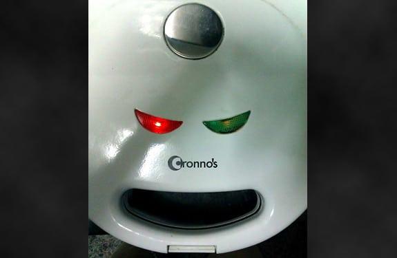 Pareidolia (rostros o figuras en imágenes): Angry Sandwichera