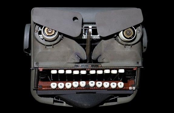 Pareidolia (rostros o figuras en imágenes): Angry Typewriter