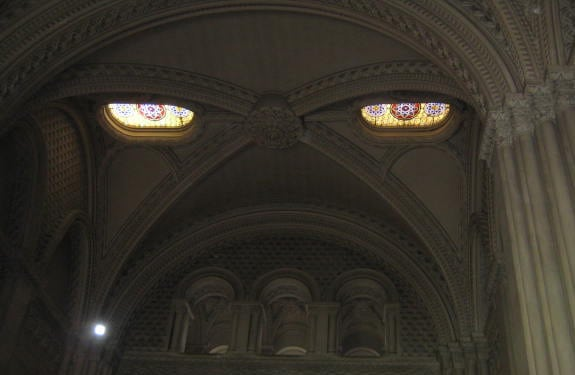 Pareidolia (rostros o figuras en imágenes): Evil Church