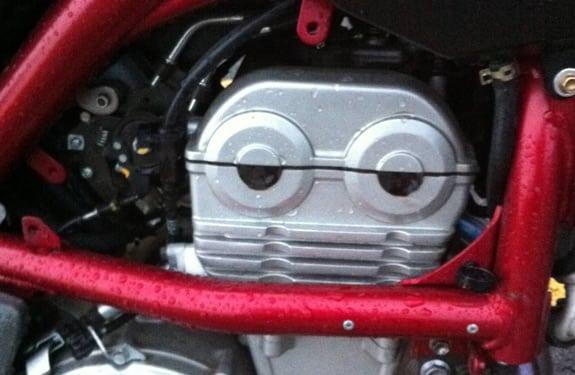 Pareidolia (rostros o figuras en imágenes): Motor consternado