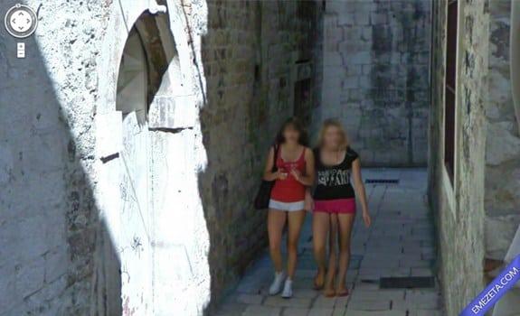 Google Street View: Chica tres piernas