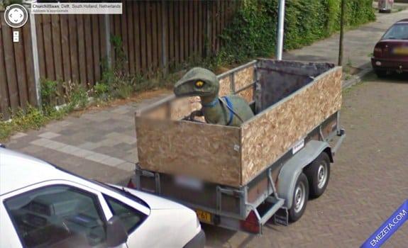 Google Street View: Dinosaurio en camion