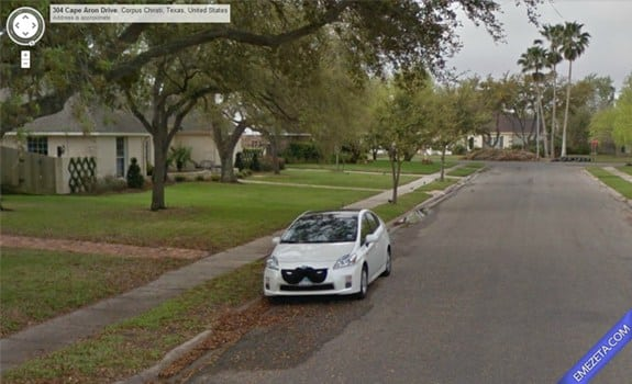 Google Street View: Moustache car